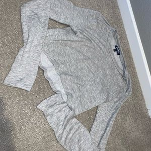 Long sleeve grey crop top